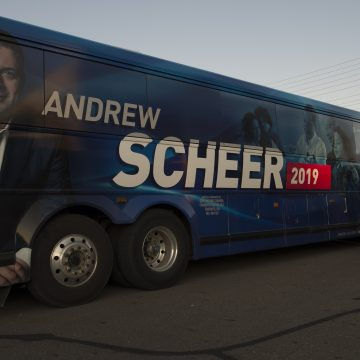 Scheer takes Conservative campaign close to notorious Quebec border crossing